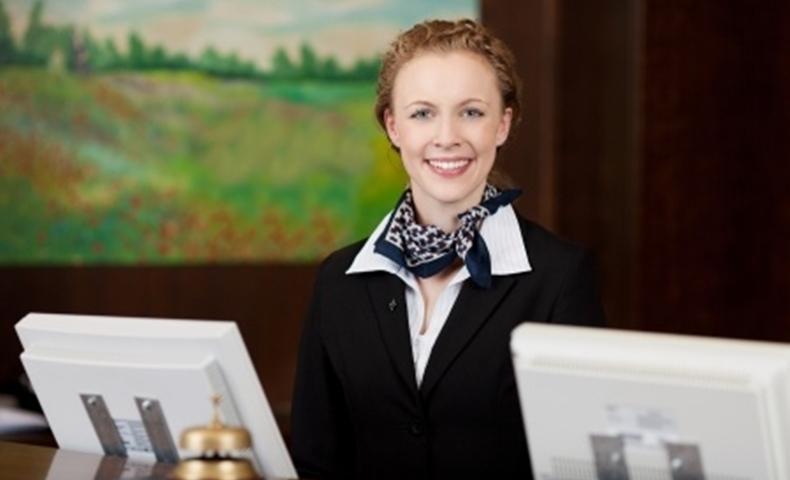 ホテルウーマンの笑顔の写真