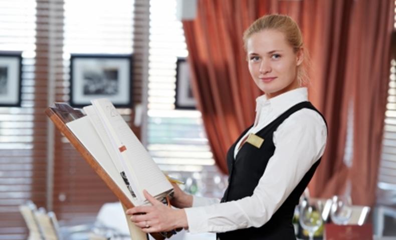 女性レストランマネージャーの写真