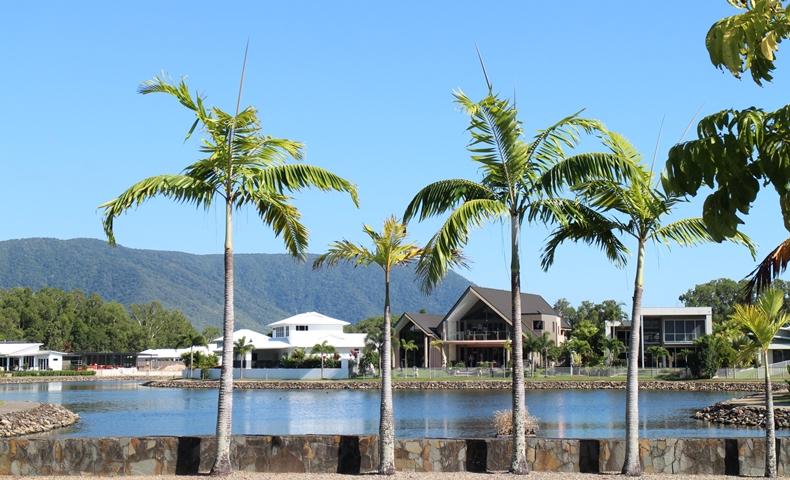 ケアンズ近郊のトリニティビーチの住宅エリアの写真